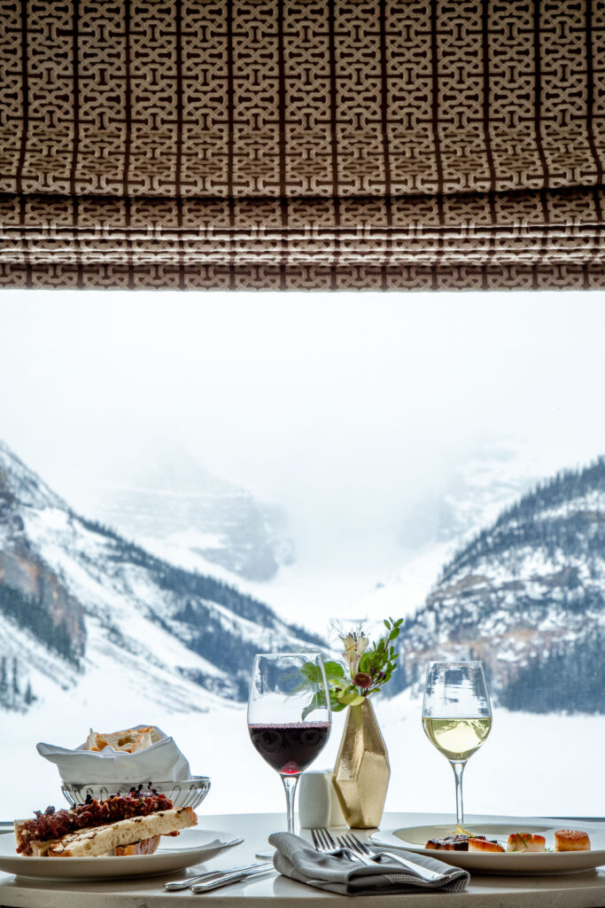 hotel dining options in lake louise