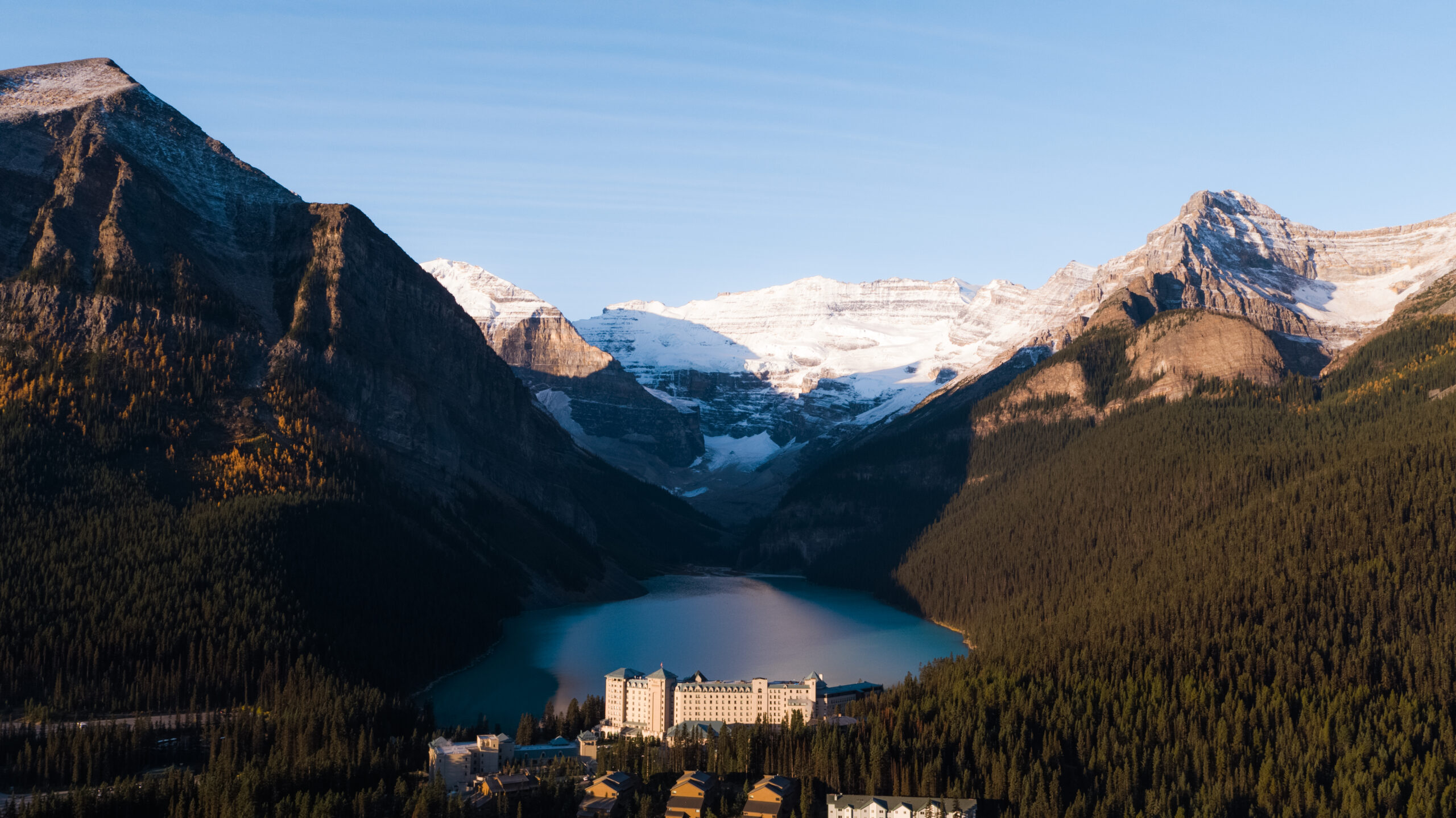 """""""TOP 30 UNDER 30"""" AWARDS 3 LEADERS AT FAIRMONT HOTELS IN CANADA'S WESTERN MOUNTAIN REGION"""